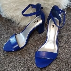 NWOT 6.5 Fioni Blue Heels 💕☺ Perfect Condition